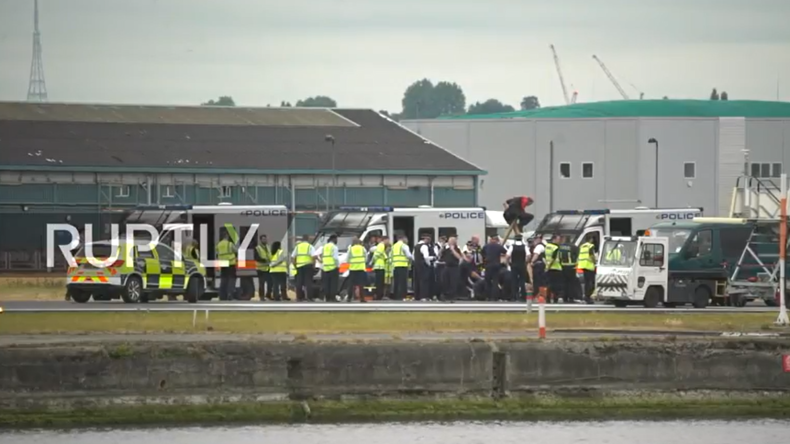 Live aus London: BlackLivesMatter-Protest legt Flughafen lahm