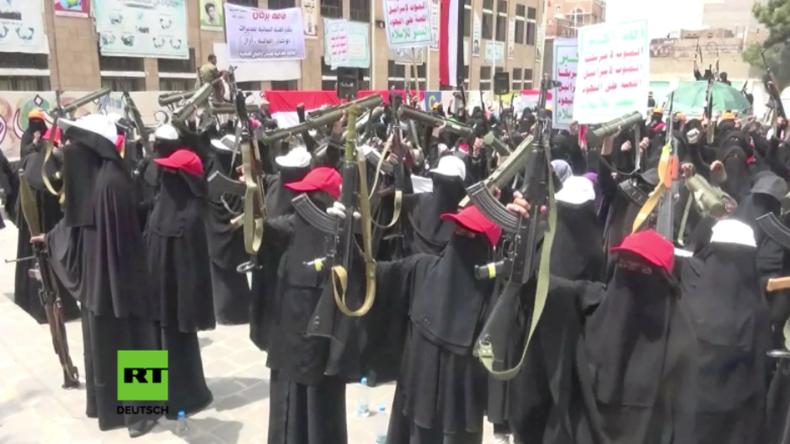 Krieg im Jemen: Reine Frauenbrigade der Huthi-Kämpfer veranstaltet Parade in Sanaa