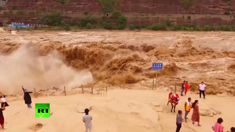 Faszinierende Naturgewalten: Gelber Hukou-Wasserfall zeigt sich nach starkem Regen in voller Pracht