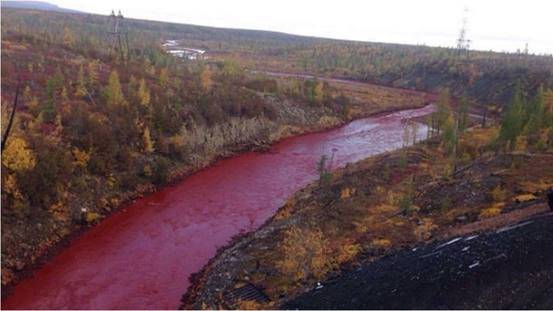 Dritte Plage der Endzeit in Sibirien? Russischer Fluss in der Arktis färbt sich blutrot