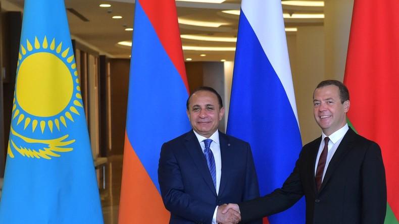 """""""Wir brauchen einen Neuananfang"""" - Armeniens Premierminister tritt zurück"""