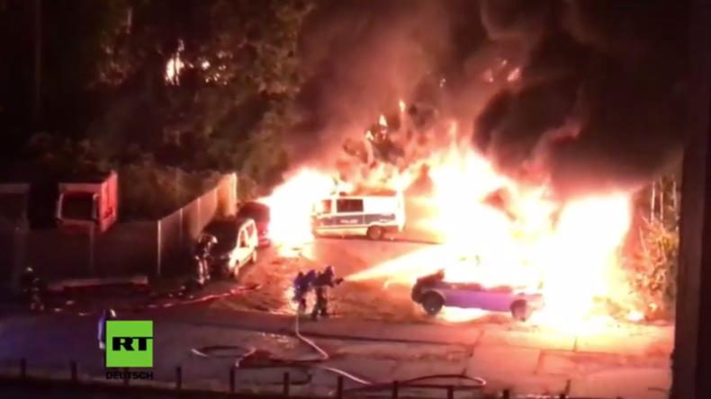 Magdeburg: Sieben Polizeiwagen und elf weitere PKW am Bahnhof in Brand gesetzt