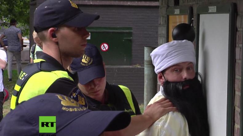 Protest-Anführer von PEGIDA in Holland für Hakenkreuz-Abbildungen auf T-Shirts festgenommen