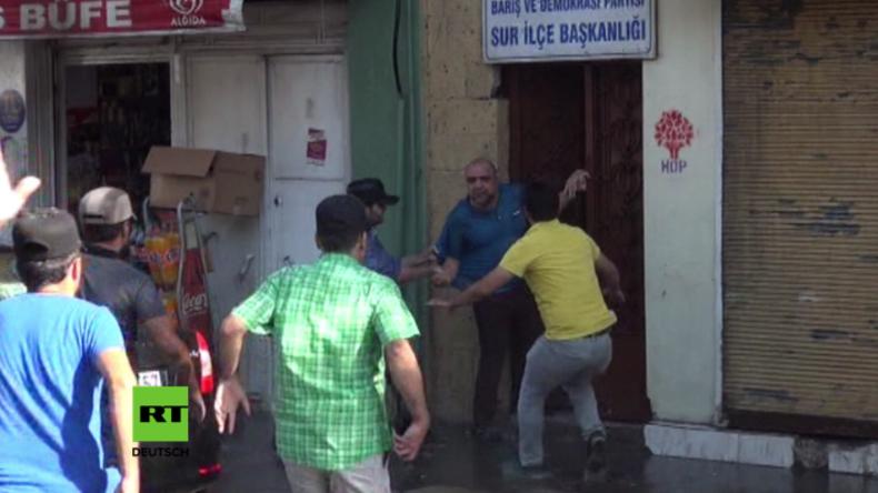 Türkei: Zusammenstöße zwischen Polizei und Demonstranten wegen Absetzung 28 kurdischer Bürgermeister