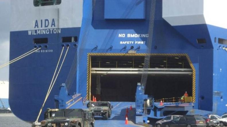 """""""Zeichen globaler Kampfkraft"""" - USA verlegen hunderte Militärfahrzeuge nach Deutschland"""