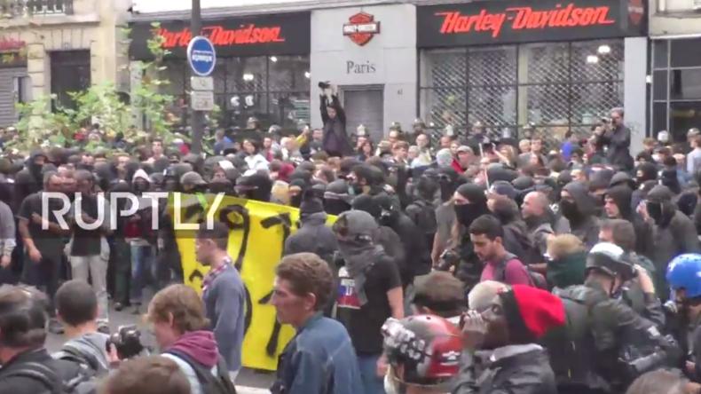 Live: Ausschreitungen bei massivem Protest in Paris gegen Arbeitsrechtsreformen
