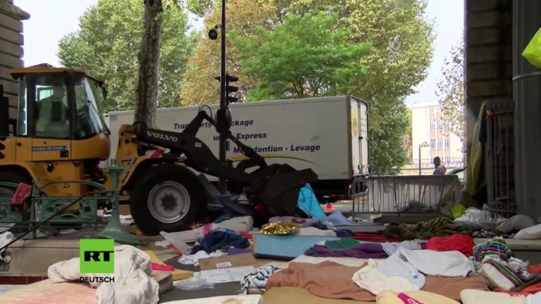 Paris: Französische Behörden reißen Flüchtlingscamp ab