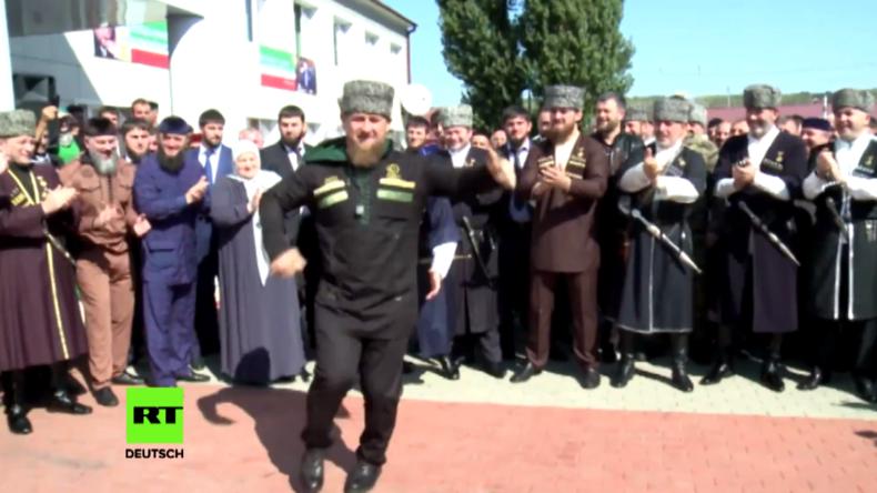 Duma-Wahlen 2016: Kadyrow tanzt Lezginka am Wahllokal in Tschetschenien