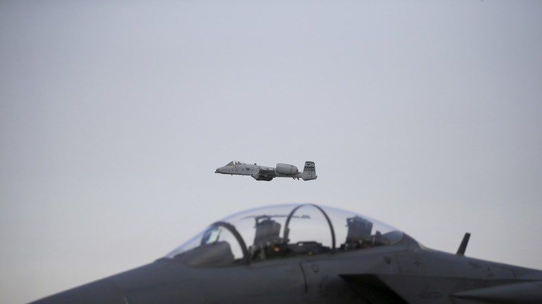 Ein US-Erdkampfflugzeug vom Typ A-10 Thunderbolt II wie es auch bei dem Angriff auf die syrischen Regierungstruppen in Deir ez-Zor  während des Waffenstillstandes am 17. September zum Einsatz kam.