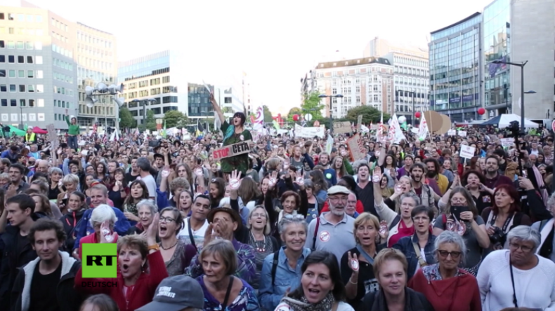 Brüssel: Protest gegen TTIP und CETA legt Verkehr um EU-Hauptsitz lahm
