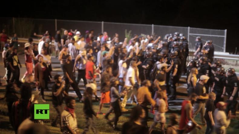 USA: Erneut erschießt Polizei einen Afroamerikaner und löst schwere Proteste und Krawalle aus