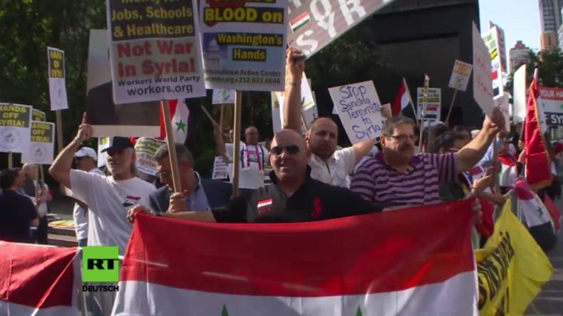 New York: Protest vorm UN-Hauptquartier gegen Bombardement der US-Koalition auf syrische Truppen