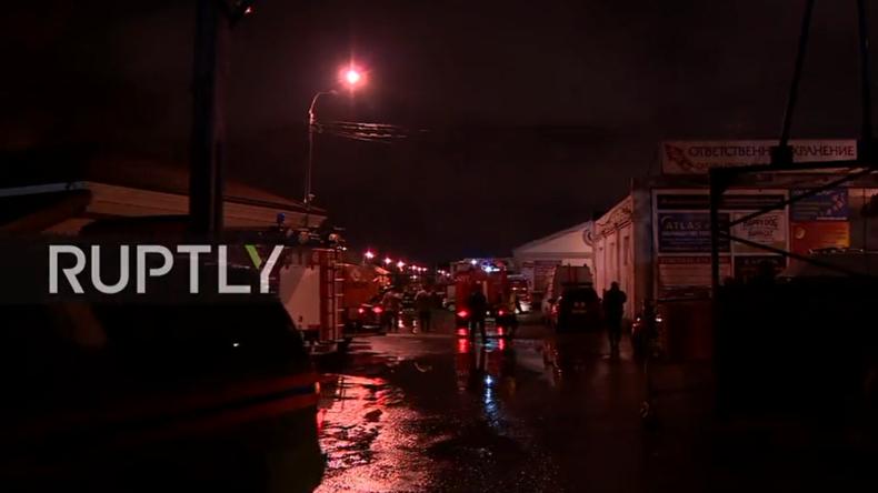 Live aus Moskau: Feuer in Lagerhaus tötet mindestens sieben Feuerwehrmänner