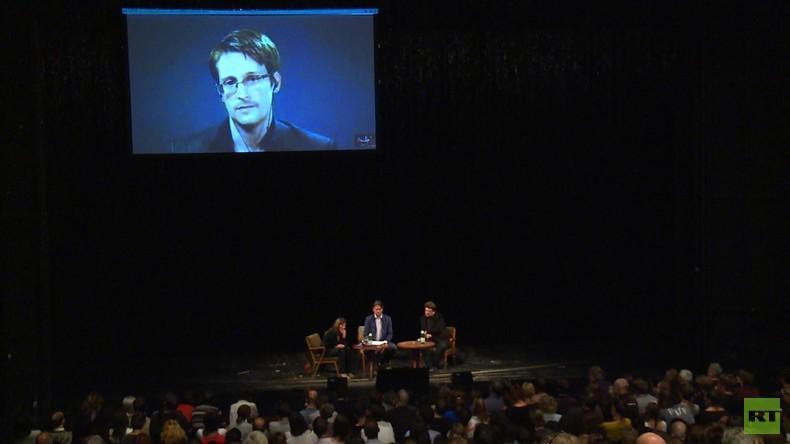 Edward Snowden zu Gast auf der Berliner Volksbühne – Ein Abend mit dem Whistleblower