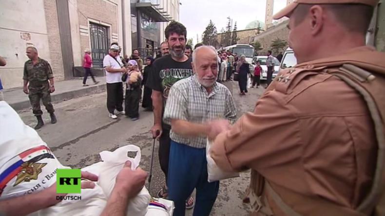 Russische Soldaten verteilen Hilfsgüter an vom Krieg gebeutelte Bewohner Aleppos