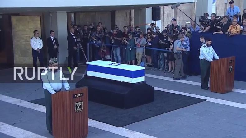 Live: Menschen nehmen an der Knesset Abschied von Schimon Peres