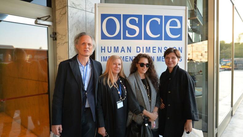 Ulrich Heyden und die drei Kiewer Menschenrechtlerinnen bei der OSZE-Menschrechtskonfernez in Warschau, September 2016.