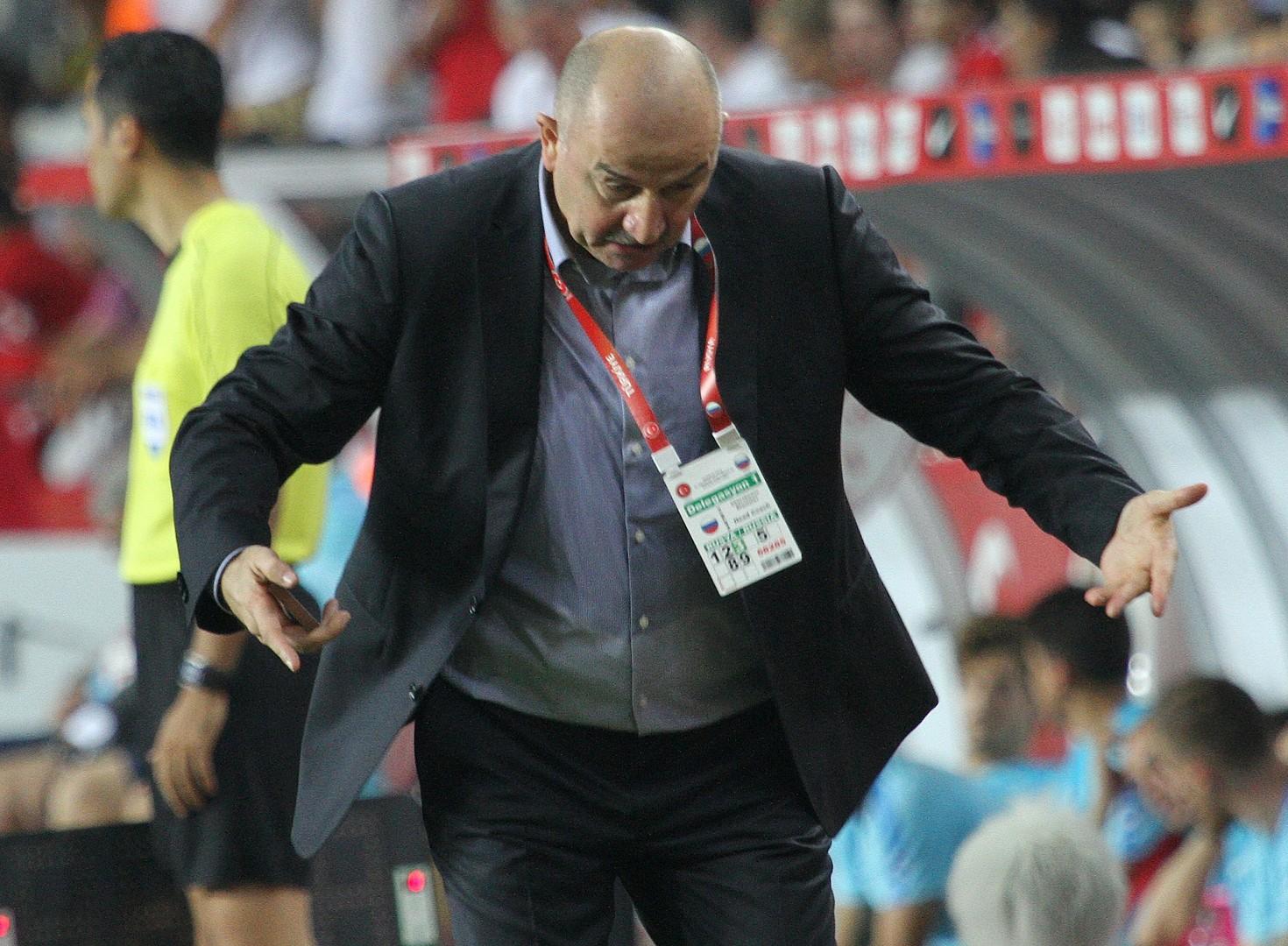 In Antalya absolvierte die russische Fußballnationalmannschaft ihr erstes Spiel unter der Leitung von Stanislaw Tschertschessow.