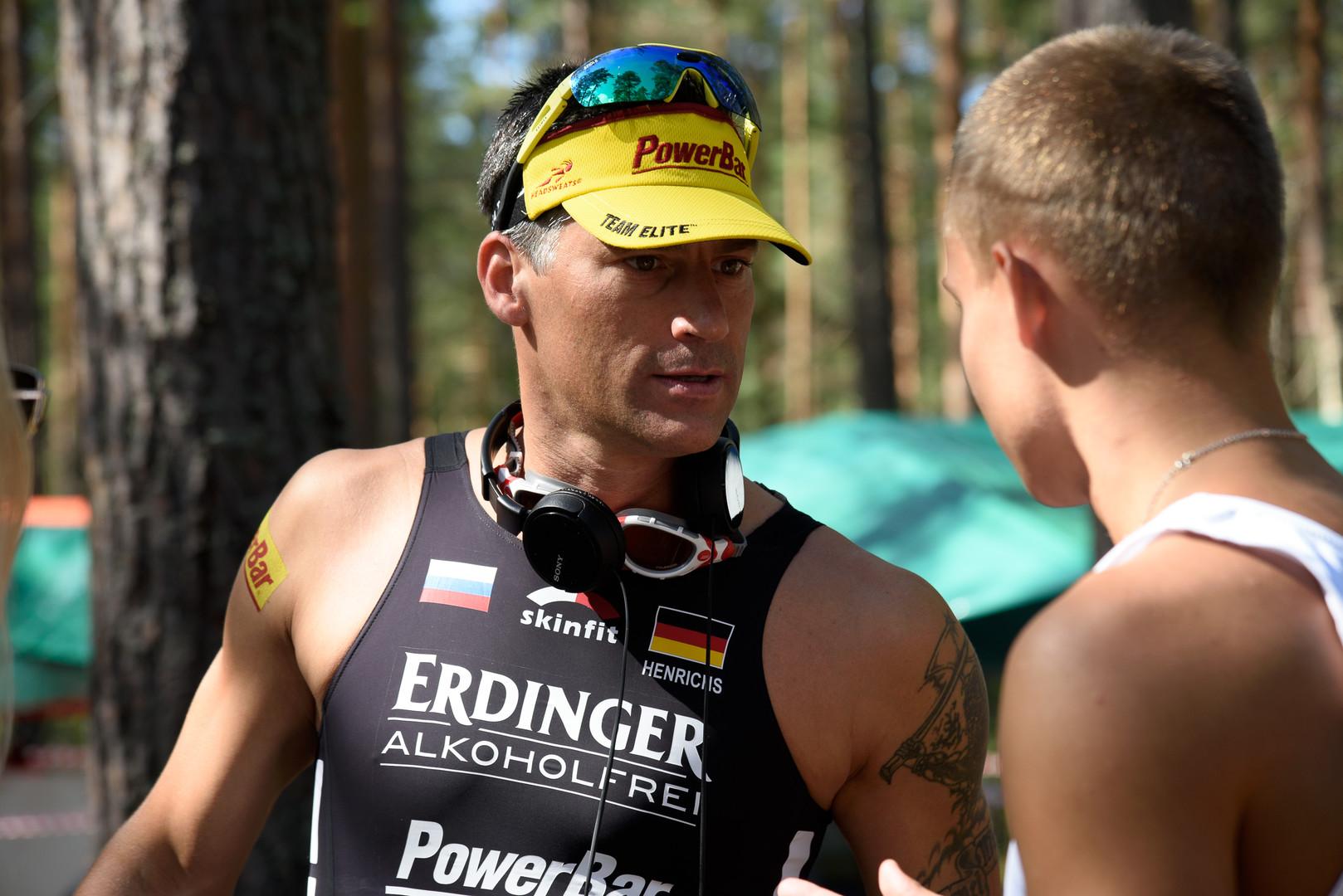 Marco Henrichs mit seinem Teamkollegen Aleksey Mikhailusov.