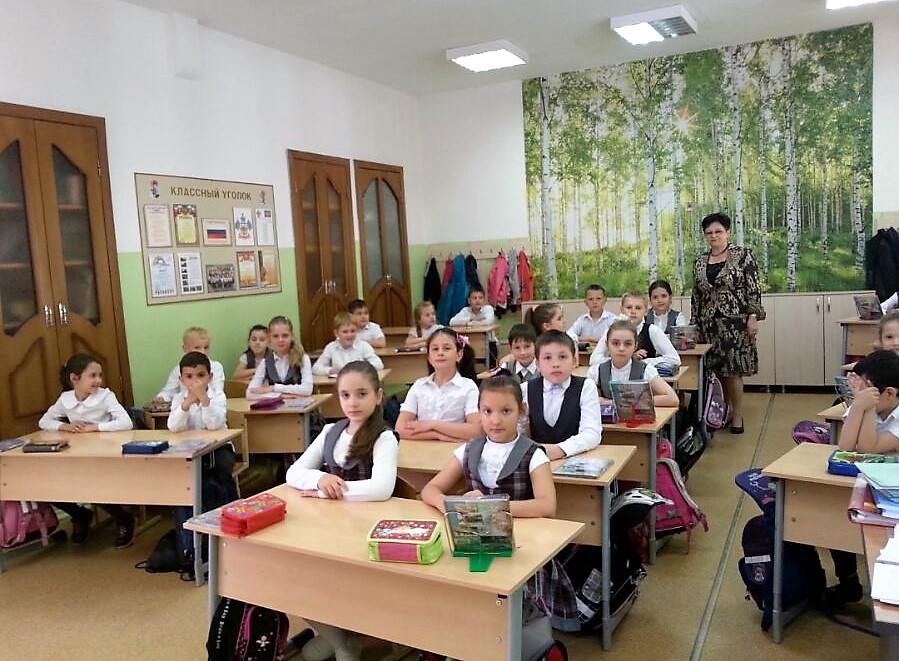 Galina Nikolajewna, die Grundschullehrerin mit ihrer neuen Klasse