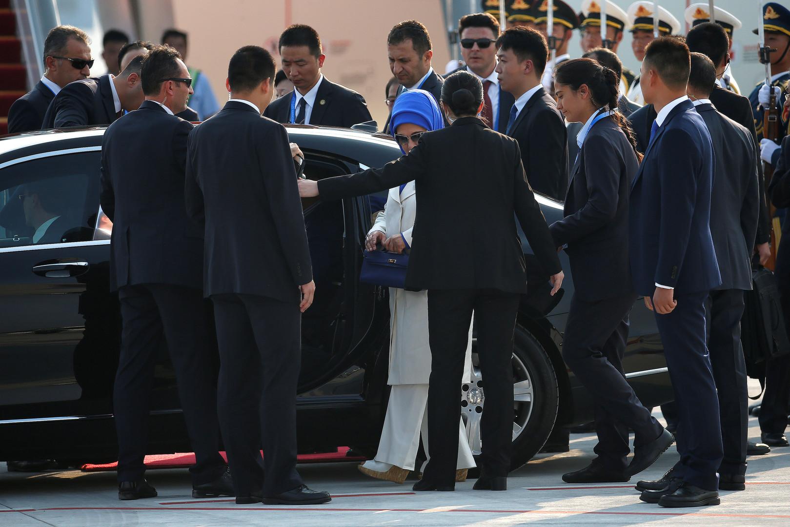 Emine Gulbaran, Ehefrau des türkischen Präsidenten, Recep Tayyip Erdoğan, bei der Ankunft im Flughafen Hangzhou Xiaoshan