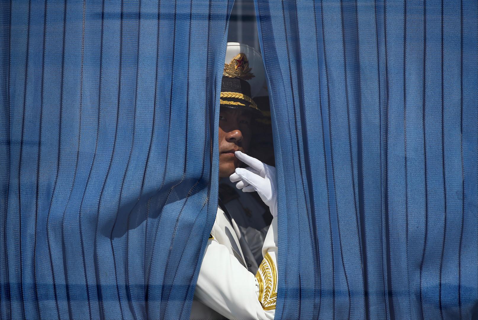 Mitglied der chinesischen Ehrengarde wartet auf die Ankunft des US-Präsidenten, Barack Obama