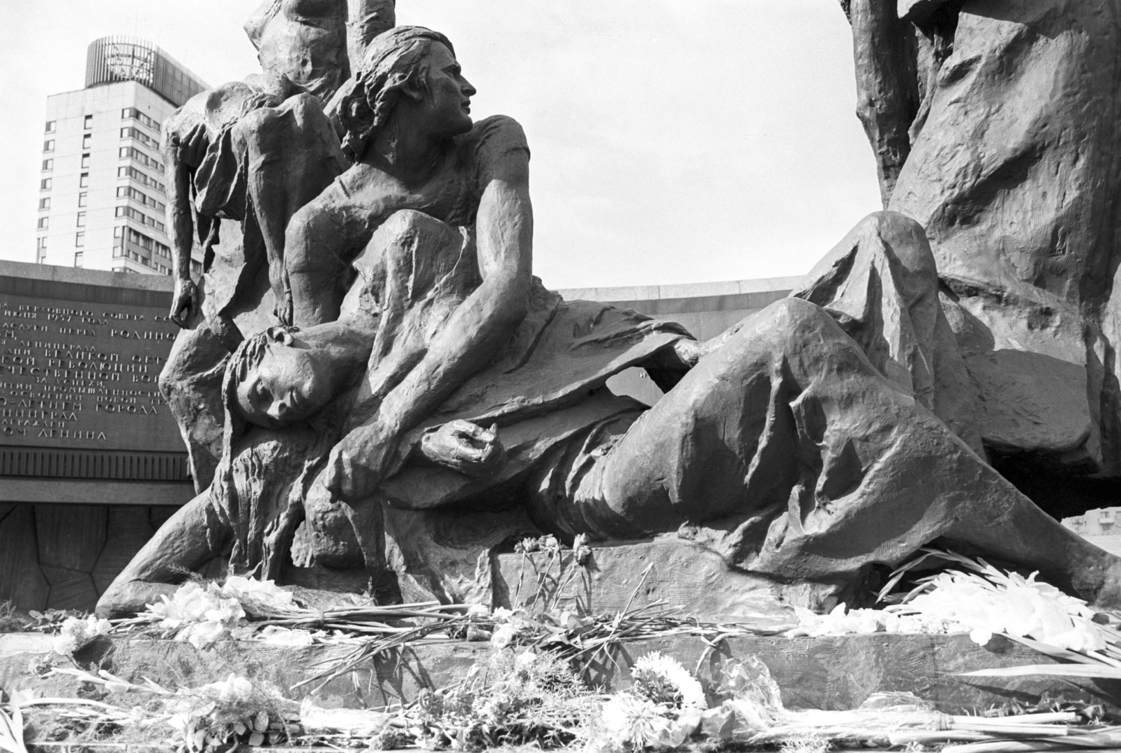 """Blockade"". Fragment des Monuments, 1975."