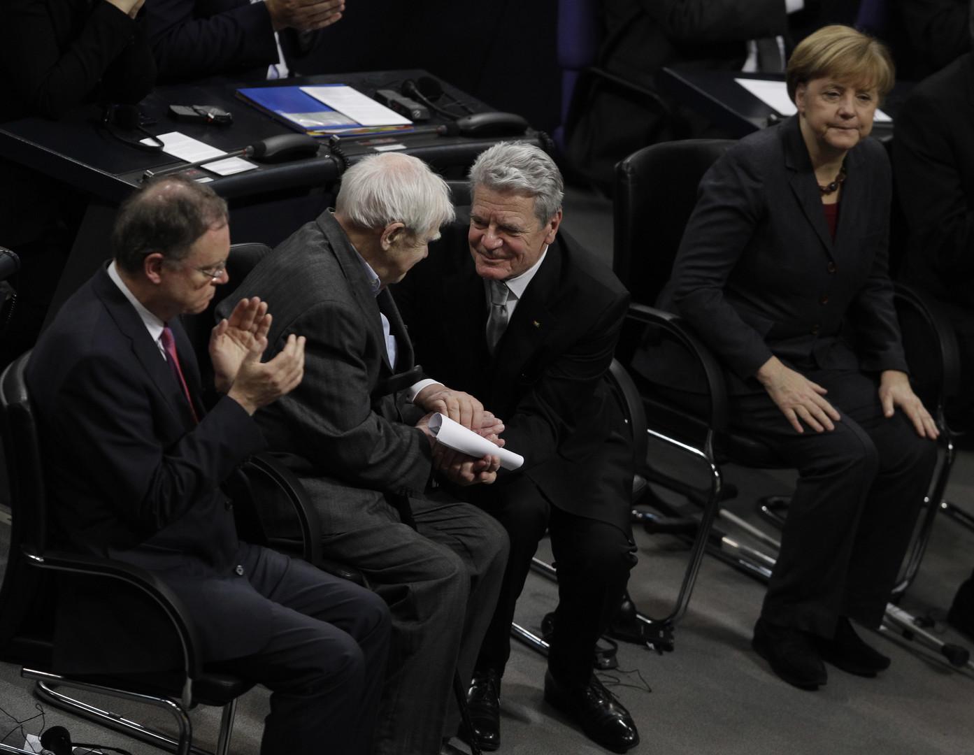 Daniil Granin wird im Deutschen Bundestag am 27. Januar 2014 empfangen.