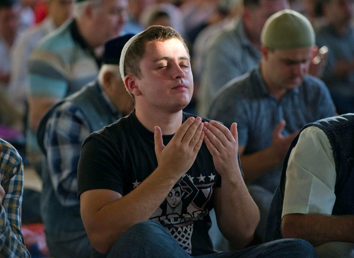 Gläubiger beim muslimischen Opferfest in Simferopol