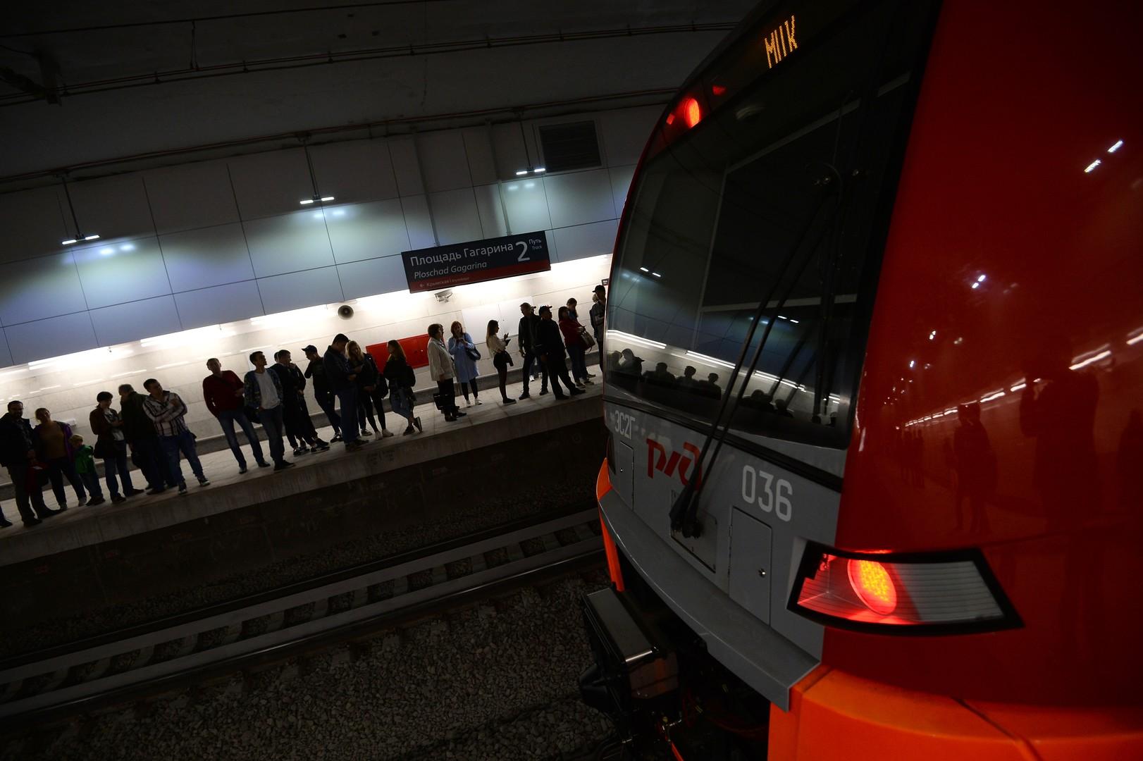 Mehr als 140.000 Moskauer haben den Kleinen Eisenbahnring schon am ersten Tag getestet.