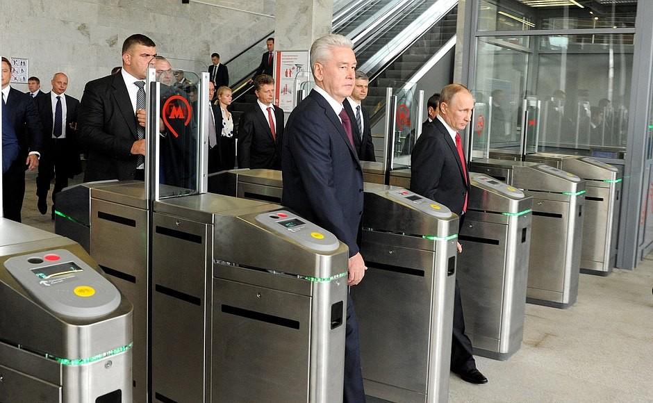 Der russische Präsident Wladimir Putin und der Bürgermeister von Moskau Sergei Sobjanin haben an der feierlichen Einweihung des neuen Eisenbahnrings teilgenommen.