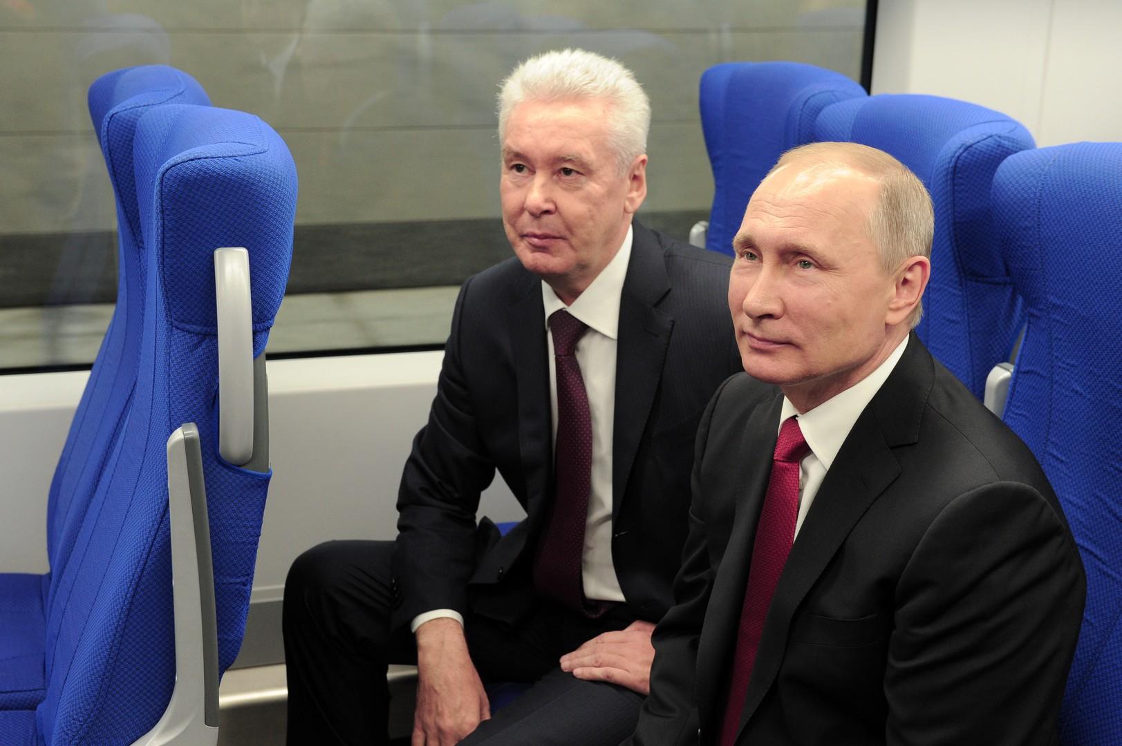 Wladimir Putin und Sergei Sobjanin scheinen mit der neuen Ringbahn zufrieden zu sein.