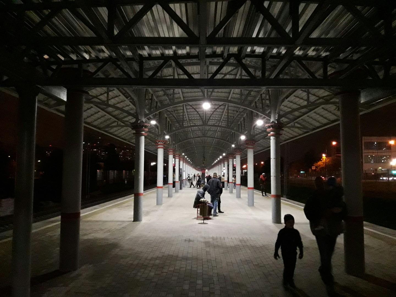 Die Ringbahn ist wie die Metro von sechs Uhr morgens bis ein Uhr nachts in Betrieb.