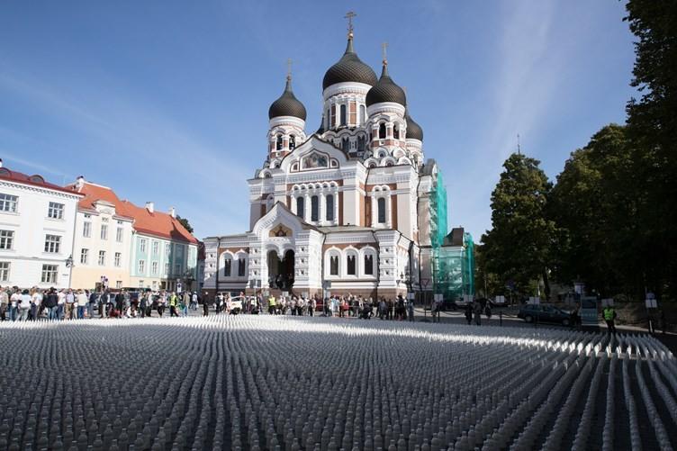 Protestaktion in Tallinn: Landwirte stellen 10.000 Flaschen Milch vor Parlament auf