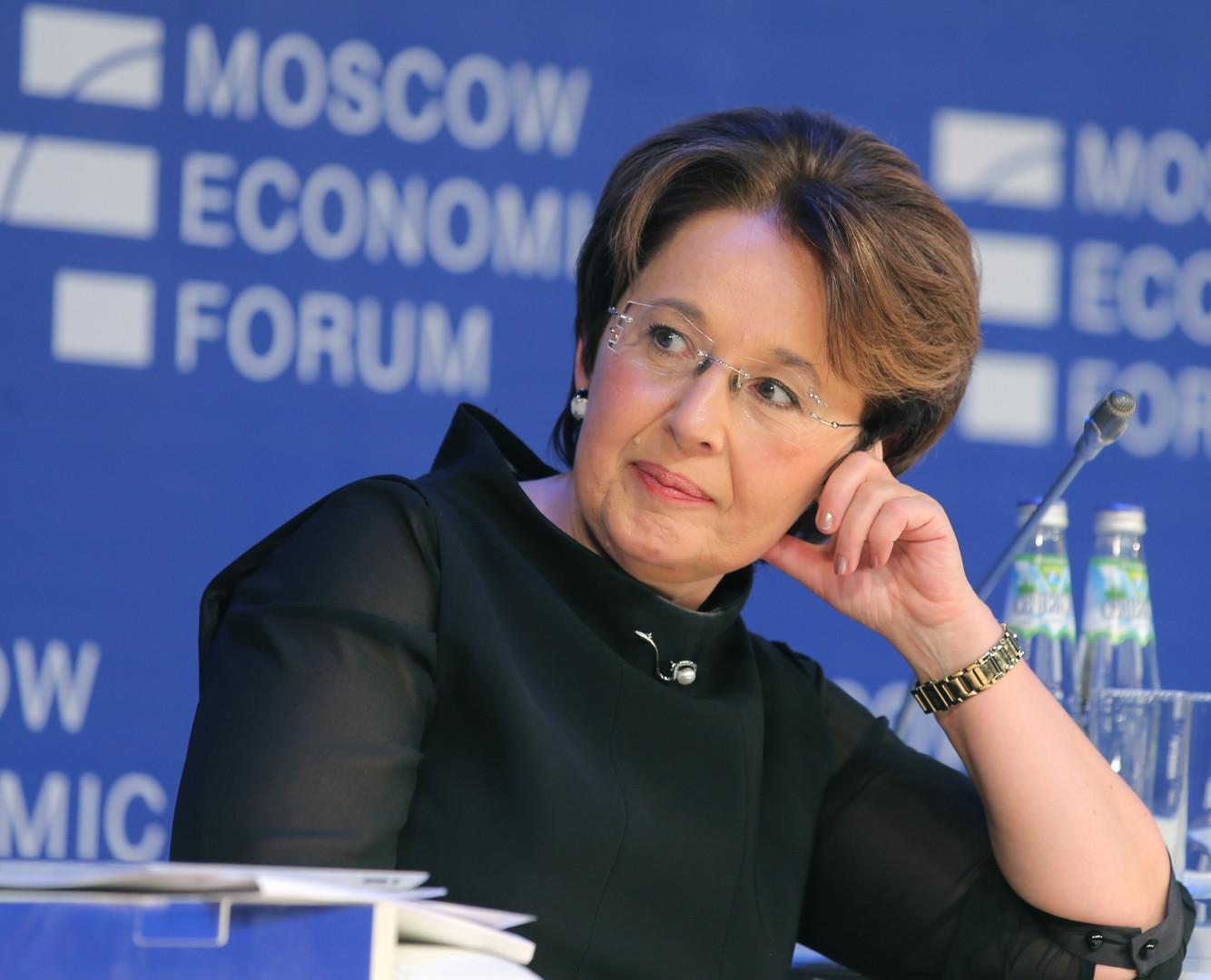 Oksana Dmitrieva, das Ausschussmitglied der Staatsduma der Russischen Föderation für Budget und Steuer