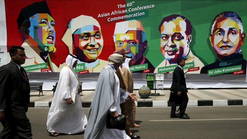 Treffen der Blockfreien Staaten im Jahr 2015: Delegierte gedenken der Bandung-Konferenz im Jahr 1955. Dort hatten sich Vertreter aus 29 afro-asiatischen Staaten versammelt, um ihre Interessen zu koordinieren. (Indonesien, April 2015).
