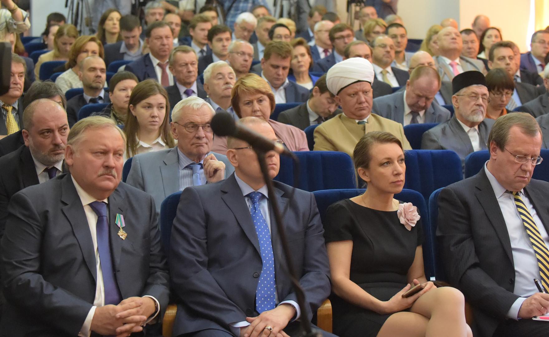 Die Vertreter russischer NGOs vor dem Treffen mit dem Außenminister Sergej Lawrow.