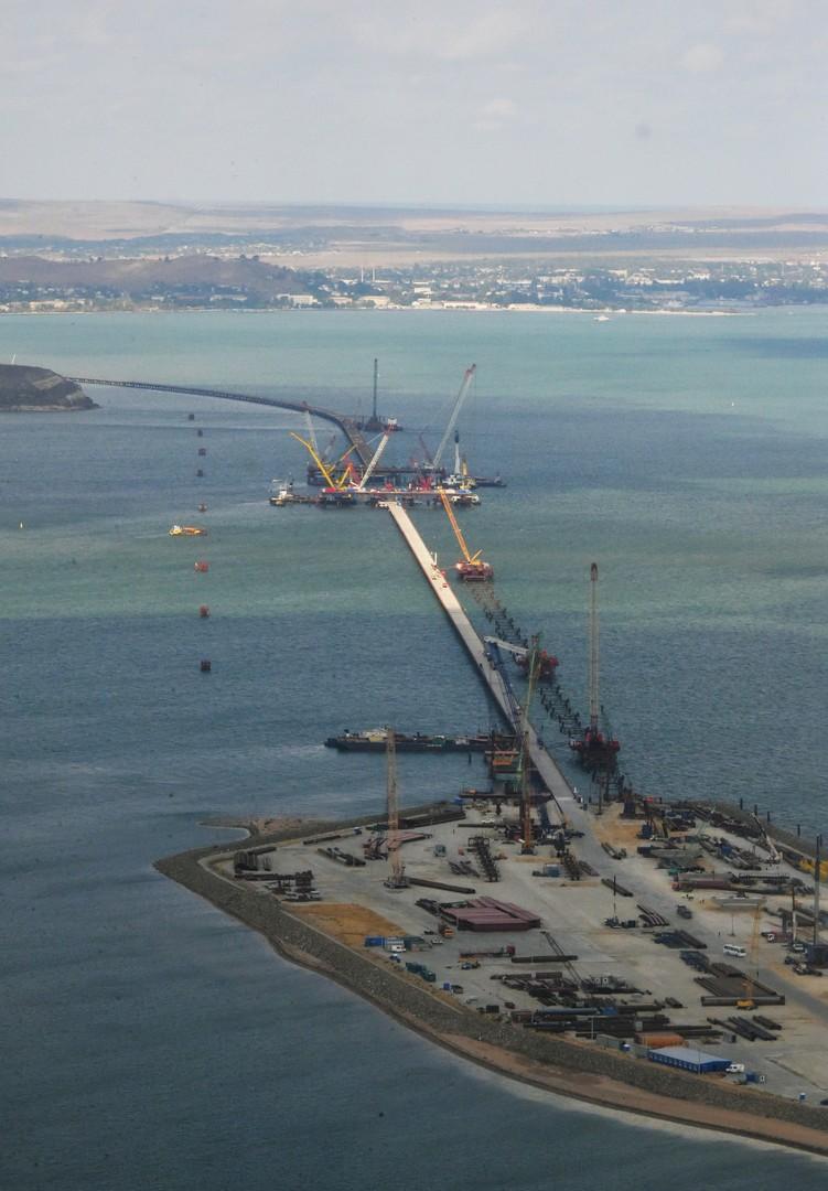 Der Bau der Brücke über die Straße von Kertsch
