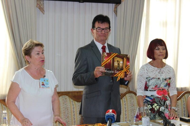 Umwegen und Warnung zum Trotz: Immer mehr deutsche Besuchergruppen bereisen die Krim