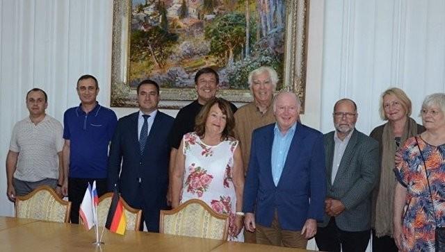 Die erste Gruppe aus Baden-Baden beim Treffen in der Stadtverwaltung Jalta.