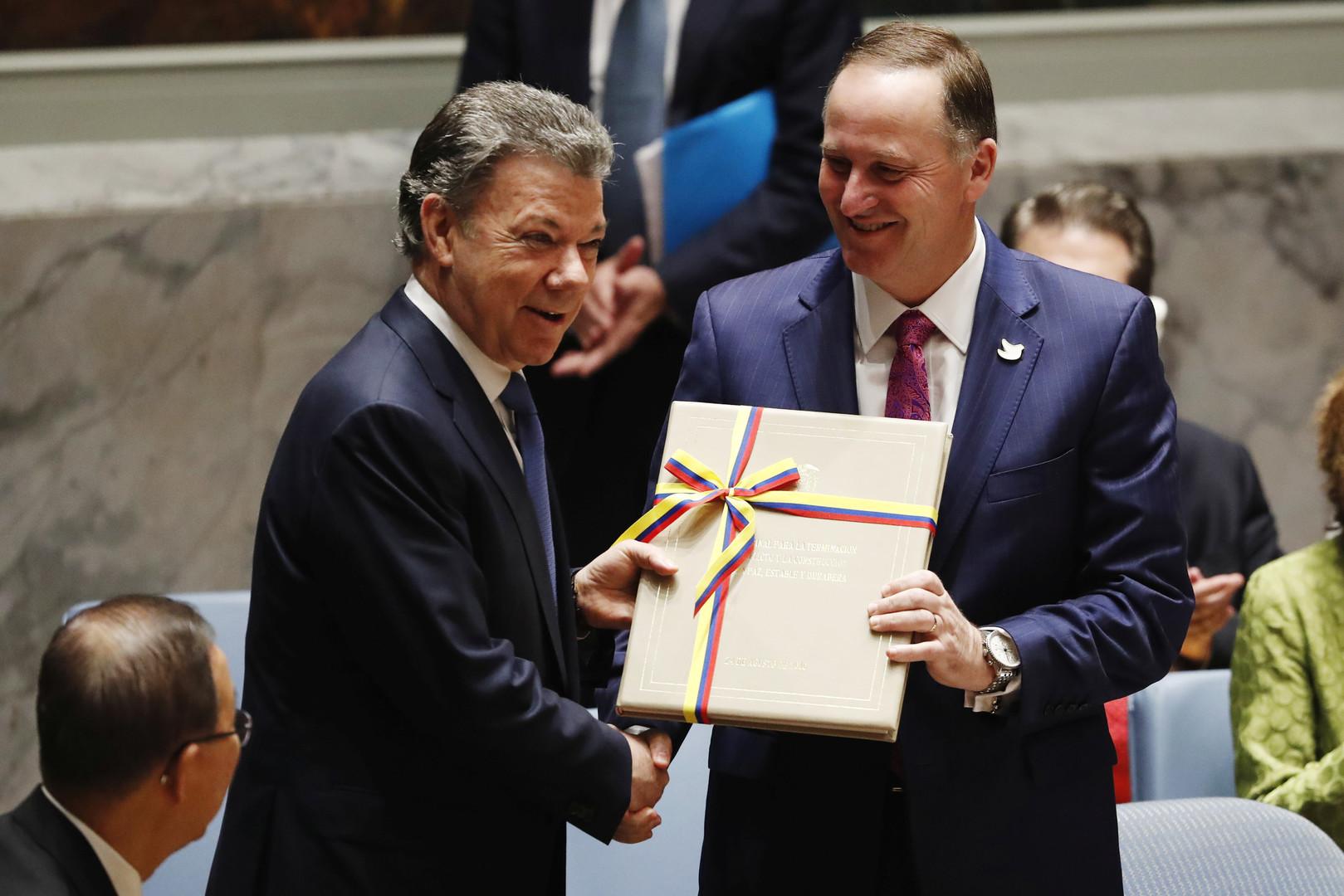 Der kolumbianische Präsident Juan Manuel Santos Calderon (links) präsentiert das Friedensabkommen mit der FARC während eines Treffens des UN-Sicherheitsrates in New York, 21. September 2016.
