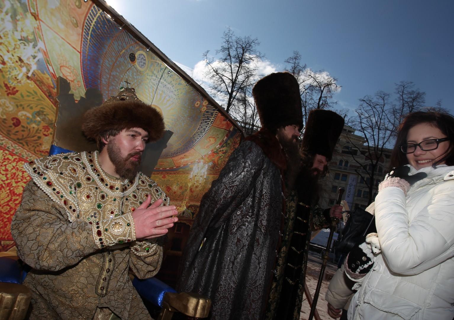 """Die Teilnehmer der Aktion """"Museum eines Tages"""", mittels derer an die Entscheidung der Bojaren-Duma am 4. März 1653 über die Aufnahme des Kleinrusslands in den Moskauer Staat gedacht wird."""