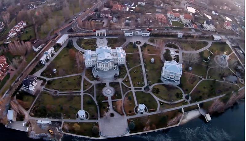 Villa von Poroschenko bei Kosin. Das Standbild aus dem Drohnenvideo, das der jetzige Generalstaatsanwalt Igor Lutzenko Oktober 2015 auf Youtube veröffentlichte.