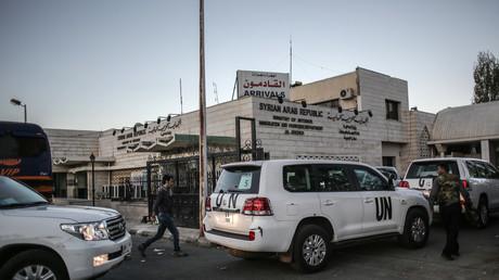 Ein OPCW-UN-Bericht hat der syrischen Regierung in mindestens zwei Fällen den Einsatz von Chemiewaffen vorgeworfen. Russland und China zweifeln daran, dass die Vorwürfe auf einem ausreichenden Tatsachensubstrat beruhen.