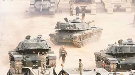 Der türkische Präsident Erdoğan zeigt sich mit dem bisherigen Verlauf der von der türkischen Armee unterstützten Offensive im Norden Syriens zufrieden. Washington und Moskau mahnen jedoch zur Zurückhaltung gegenüber den kurdischen YPG-Milizen.