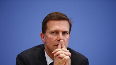 Regierungssprecher Steffen Seibert hat Medienberichte zurückgewiesen, wonach sich die Bundesregierung von der umstrittenen