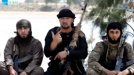 Der aus Tadschikistan stammende neue IS-Oberbefehlshaber im Irak, Gulmurat Chalimow, ist ein ehemals von den USA ausgebildeter Oberst einer Spezialeinheit der Polizei.  Quelle: Youtube / CATV NEWS