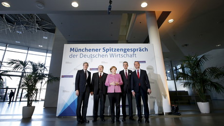 """DIHK-Chef Schweitzer (r.) sieht infolge der Sanktionspolitik deutschen Unternehmen den russischen Markt wegbrechen. Dennoch will er sich dem """"Primat der Politik"""" beugen."""
