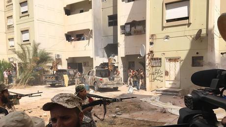 RT begleitet libysche Kämpfer bei ihrem Vormasch in Sirte gegen den IS