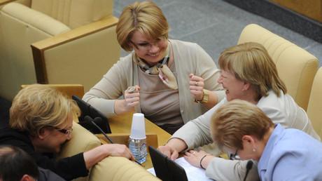 Frauen in der russischen Duma: Eine jüngst durchgeführte Umfrage von WZIOM zeigt, dass die russische Gesellschaft den vergleichsweise hohen Frauenanteil in der Politik des Landes überwiegend begrüßt.